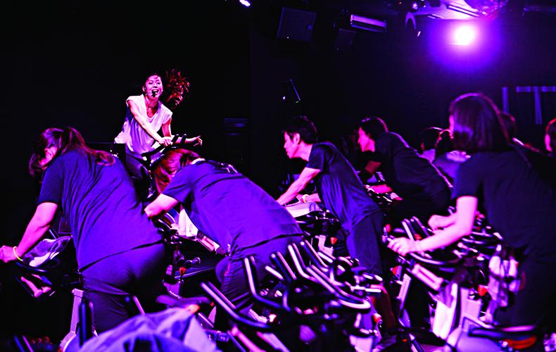 【7】暗闇バイクエクササイズ