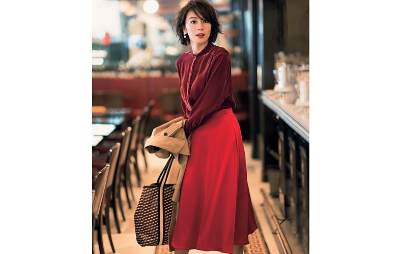 22bf071828291 春に役立つ赤スカートの最新着こなし術をご紹介。おすすめの大人な着こなしを大特集!ロングスカートや、アウター・黒トップスとの着こなしもまとめました。