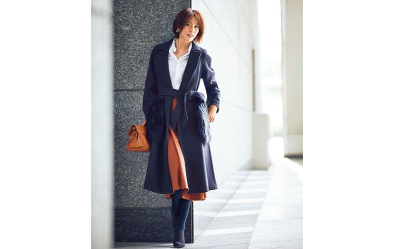【3】ネイビーコート×白シャツ×茶色スカート