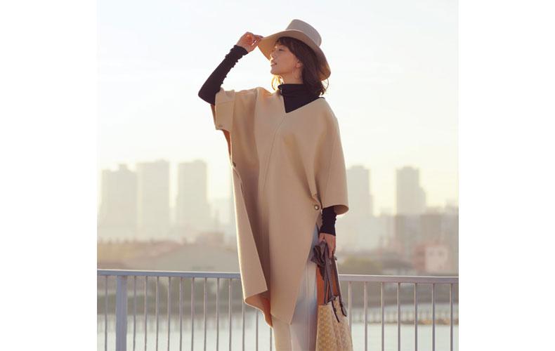 【8】白パンツ×黒タートルネック