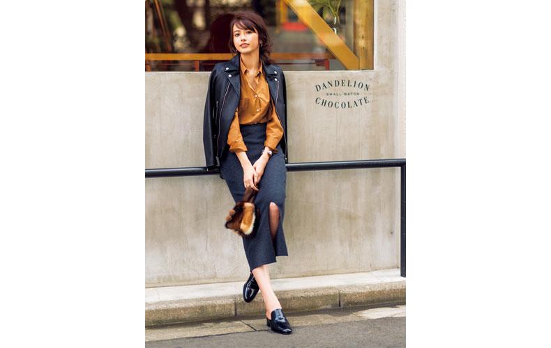 【5】キャメルシャツ×ネイビータイトスカート×黒ライダースジャケット