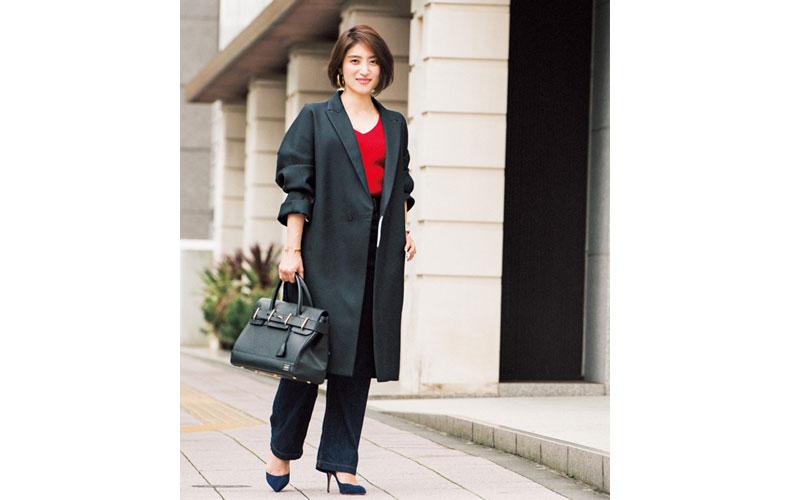 【4】赤Vネックニット×ジャケットコート