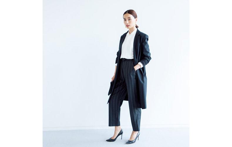 【8】テーラードジャケット×ストライプパンツ×白シャツ