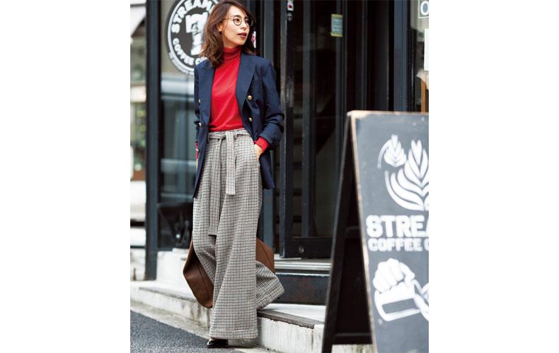 【8】赤タートルネックニット×チェックワイドパンツ×紺ジャケット