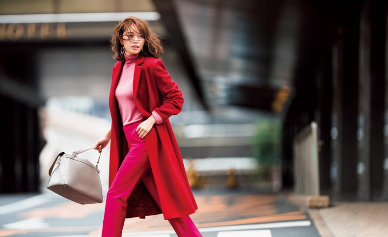 【10】赤コート×ピンクニット×ビビッドピンクのパンツ