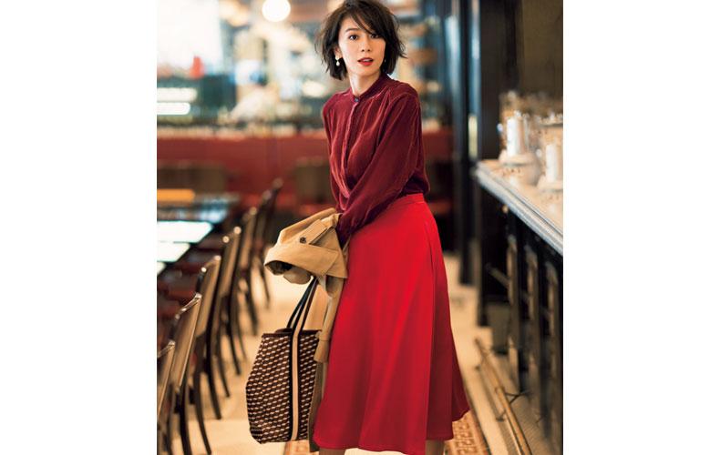【2】赤フレアスカート×トレンチコート