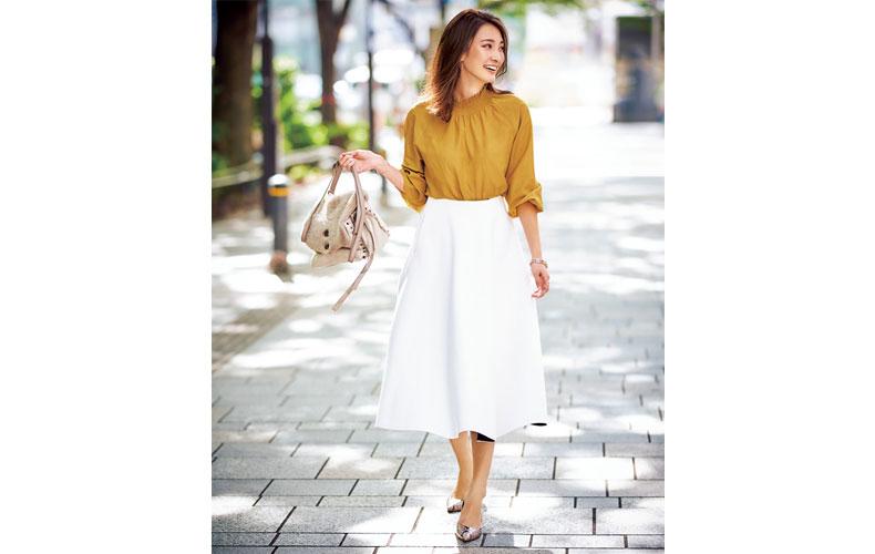 【4】黄色のブラウス×フレアスカート