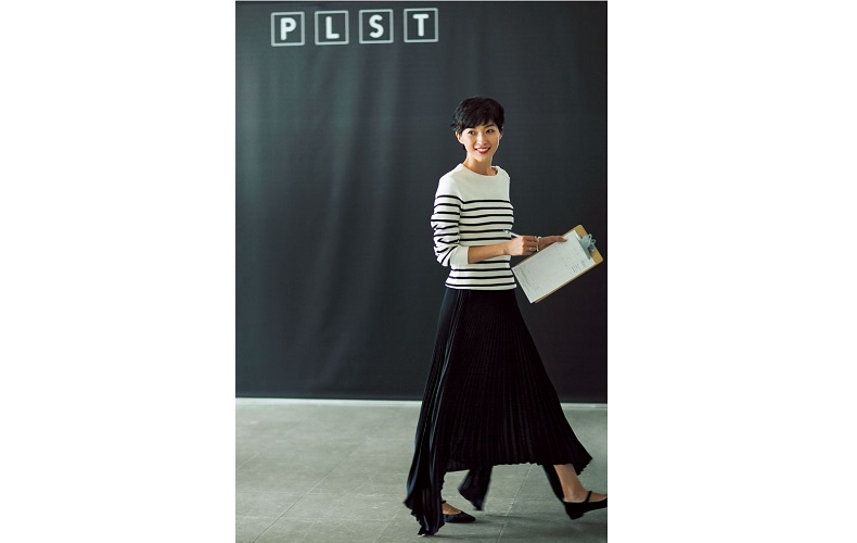 【2】黒スカート×ボーダーニットのオフィスコーデ