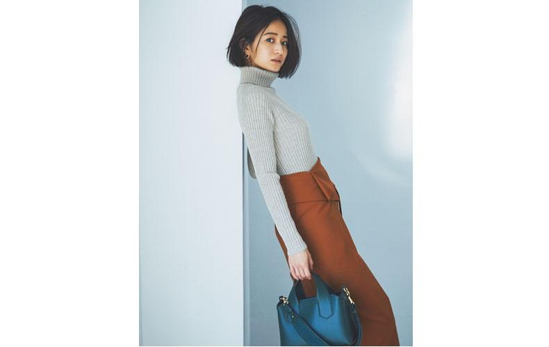 【5】ブラウンのスカート×無印良品のタートルニット