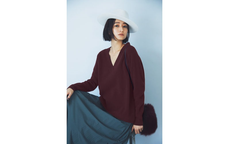 【4】ボルドーVネックニット×グレープリーツロングスカート