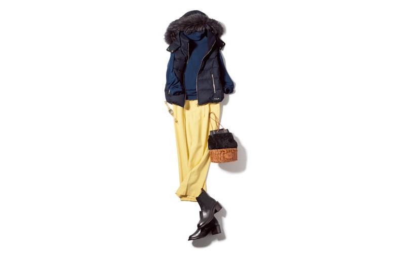 【3】ネイビーニット×黄色パンツ×黒ダウンベスト