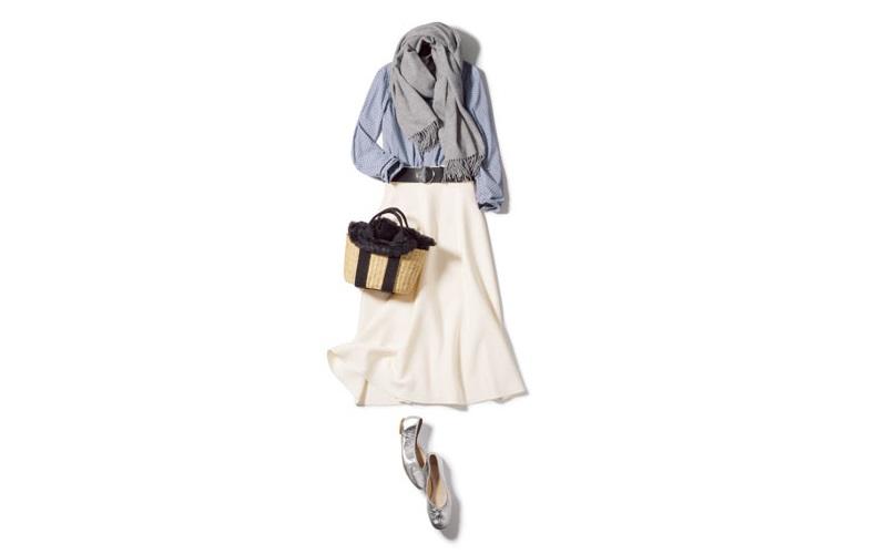 【4】水色のブラウス×バレエシューズ×白スカート