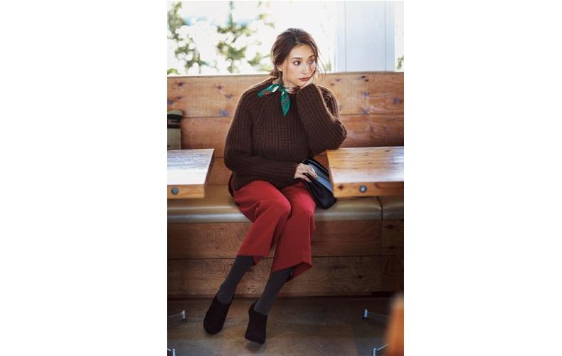 【5】半端丈赤パンツ×茶色セーター