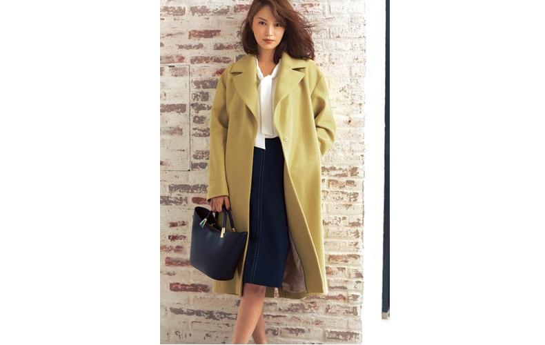 【3】黄色コート×ネイビータイトスカート×白ブラウス