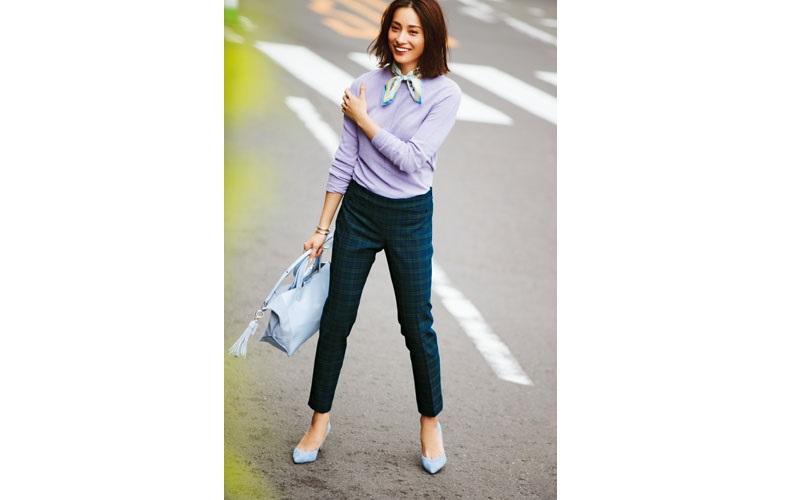 【8】チェック柄パンツ×紫ニット