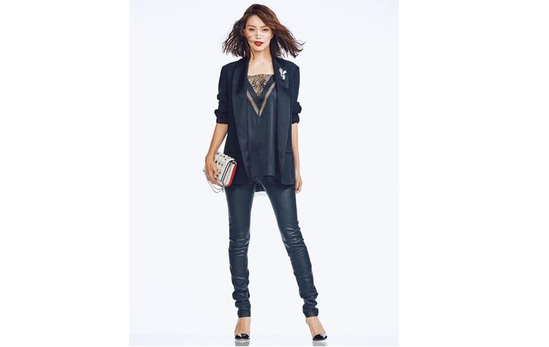 【2】レザーパンツ×黒のジャケットでドレスアップ