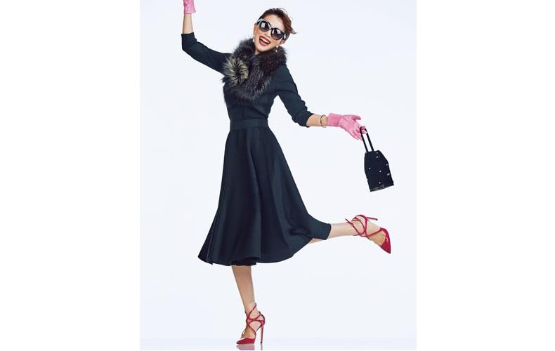 【1】黒ニット×黒フレアスカートのドレススタイル