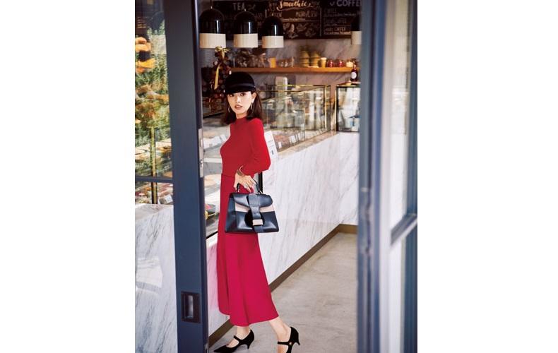 【1】赤ニット×ピンクフレアニットスカート