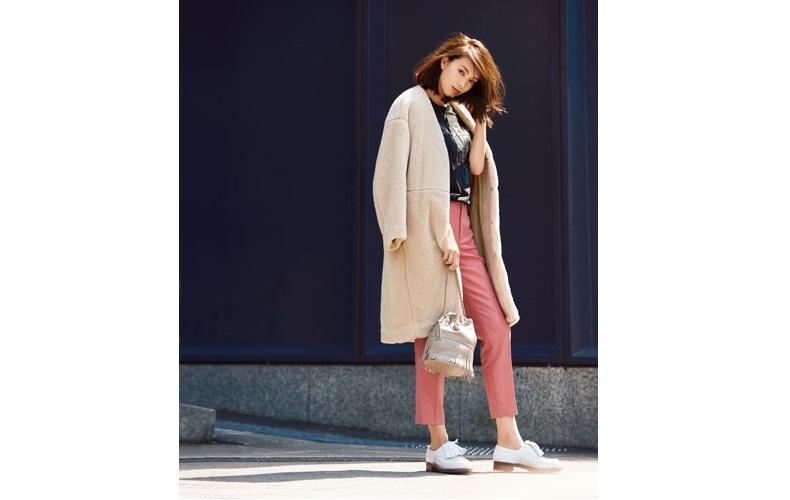 【1】コート×カットソー×ピンクのタックパンツ