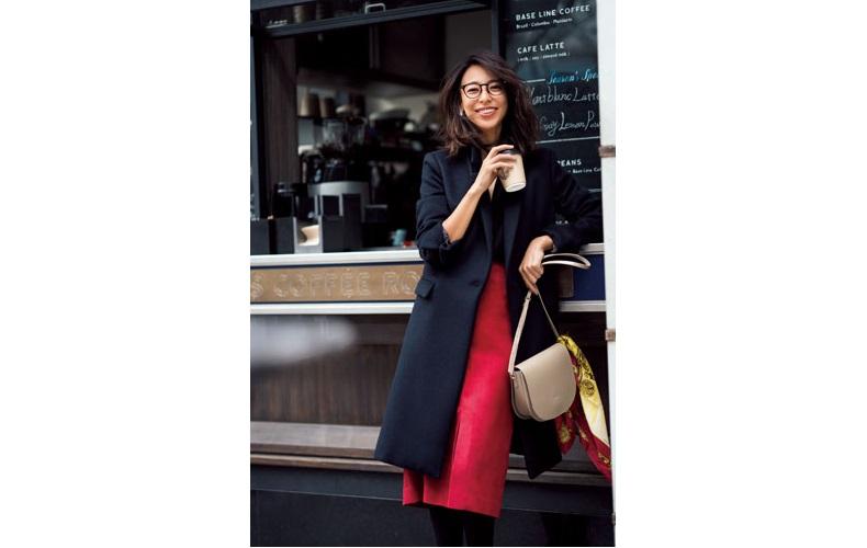 【5】赤スカート×黒ニット×黒コート