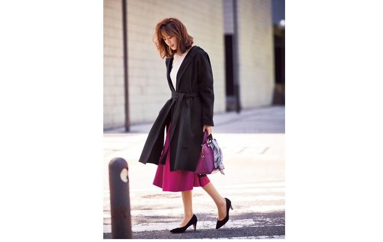 【6】黒コート×白ブラウス×ピンクスカート×黒パンプス