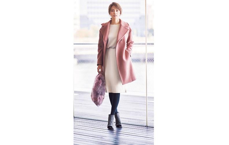 【1】ピンクのコート×白ワンピース