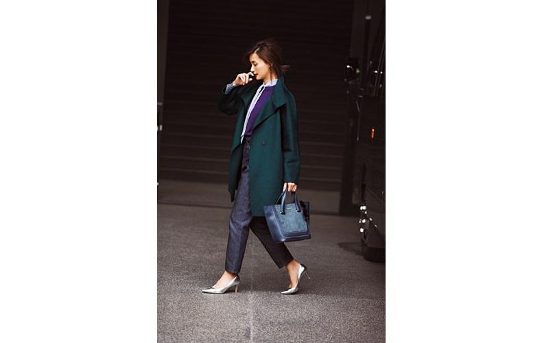 【3】グリーンコート×ストライプシャツ×デニムパンツ
