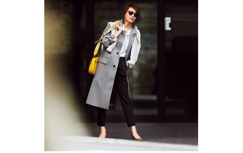 【2】チェックコート×白シャツ×黒パンツ