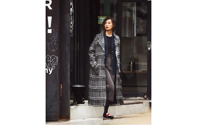 【2】紺テーラードジャケット×チェック柄ロングコート