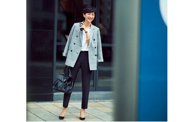 【1】チェックジャケット×パンツのオフィススタイル