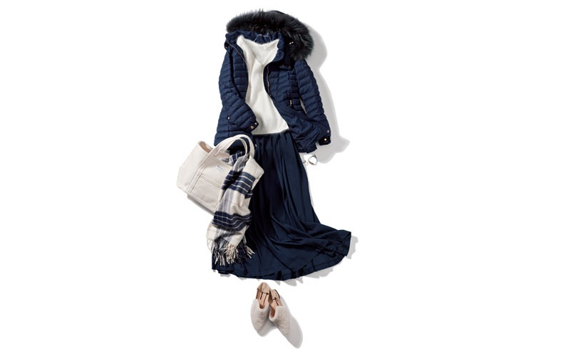 【1】白ニット×スカート×ネイビーのダウンコート