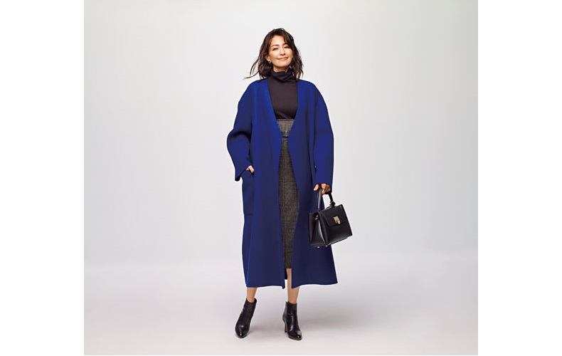 【4】青コート×茶色タートルネックニット×チェックロングスカート