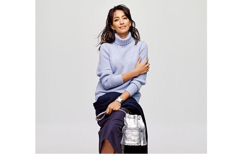 【4】ネイビースカート×タートルネックの水色セーター