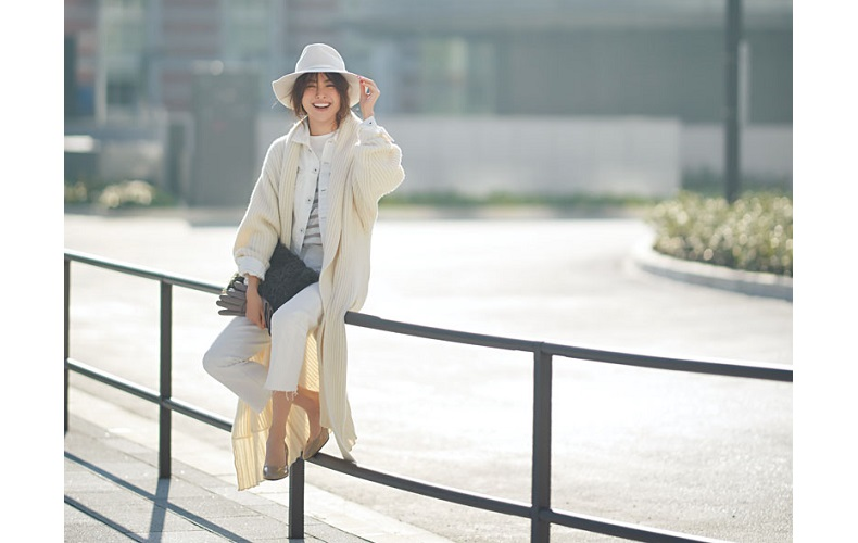 【6】ロングカーディガン×白デニムのメリハリコーデ