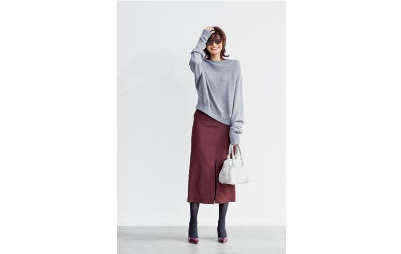 【3】グレーニット×ボルドータイトロングスカート