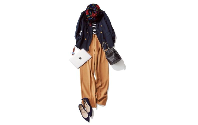 【1】ベージュのワイドパンツ×ネイビーのジャケット