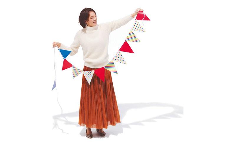 【3】白のハイネックニット×茶のロングスカート