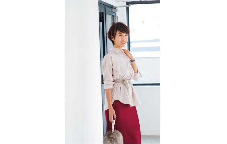 【5】シャツ×赤スカート
