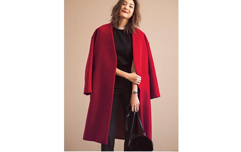 【2】赤コート×黒ニット×黒ズボン
