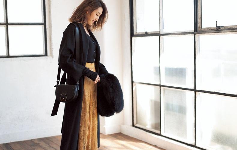 【5】黒カーディガン×黄色レースロングスカート×黒ロングコート