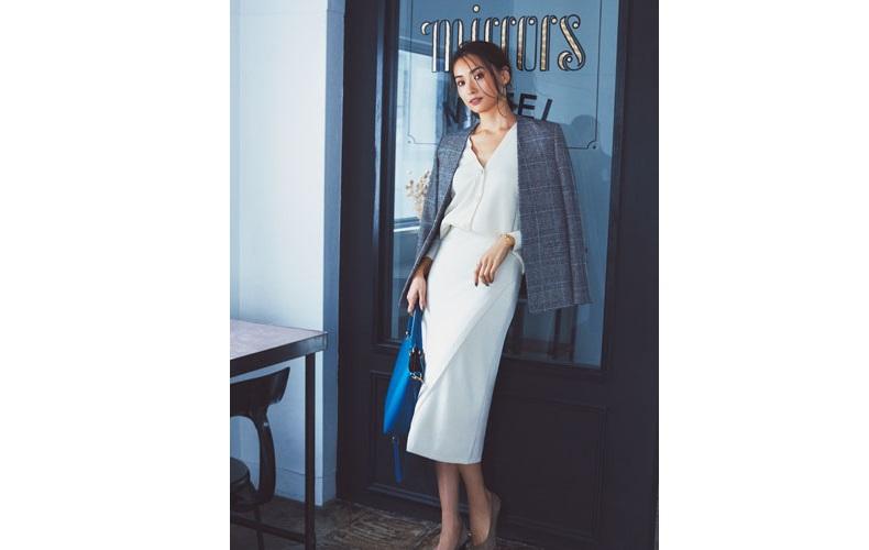 【5】チェックジャケット×白カーディガン×白ロングスカート
