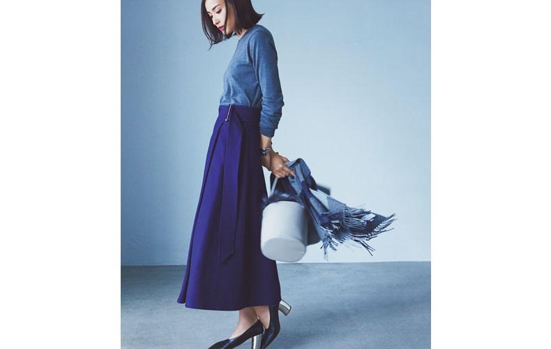 【2】青ニット×青ロングスカート