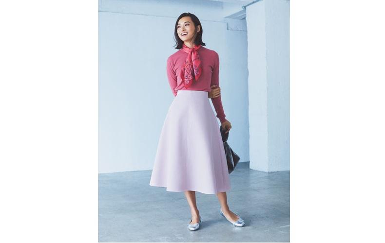 【3】ピンクのニット×ピンクのフレアスカート