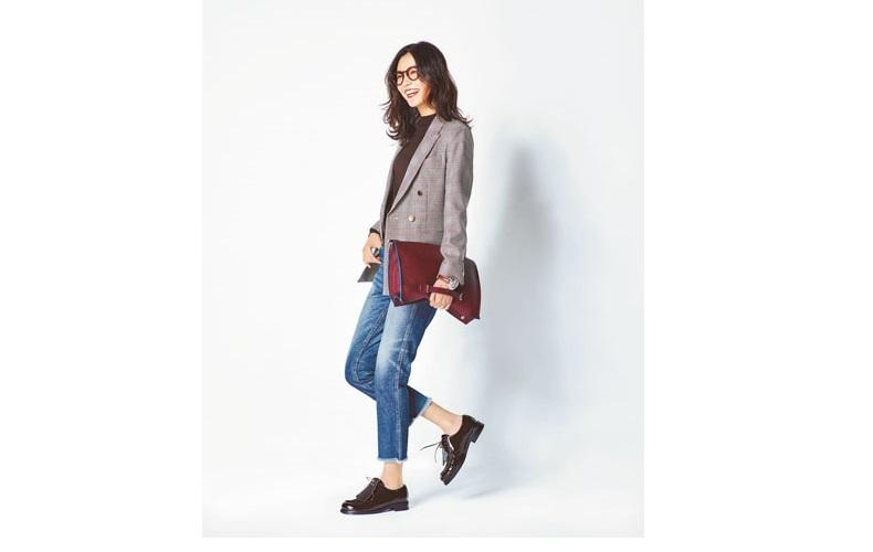 【7】チェックジャケット×茶色ニット×ジーンズ×カジュアルな革靴