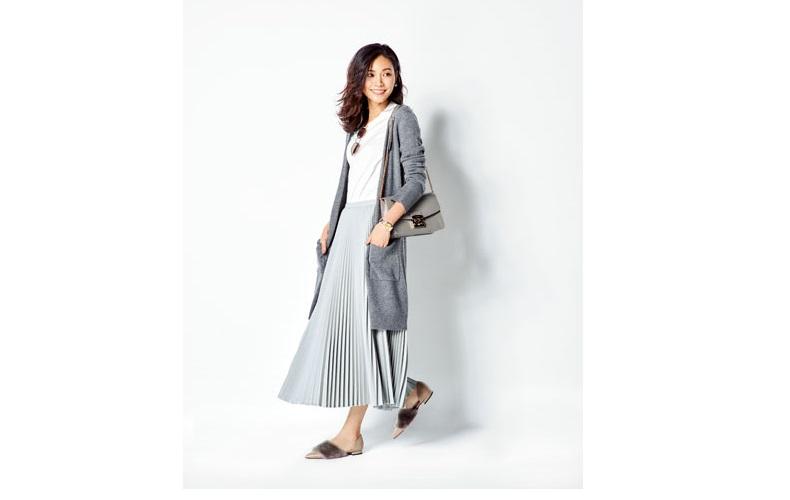 【3】グレーロングカーディガン×白Tシャツ×グレーロングプリーツスカート
