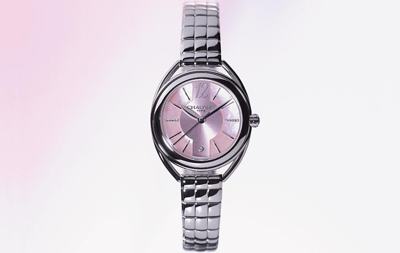 150a4c4e4ef3 交差するデザインが〝絆〟を表現する、〝ショーメ〟の代表的なコレクション『リアン・ドゥ・ショーメ』。〝リアン ルミエール〟ウォッチはその中の時計の シリーズで、 ...