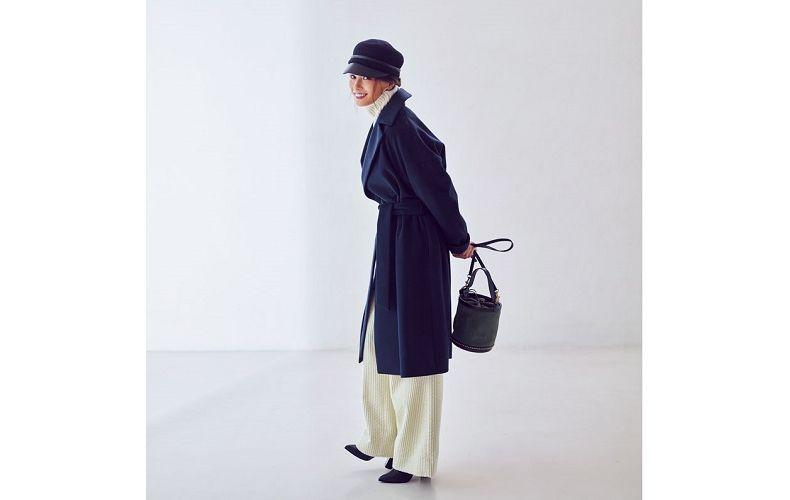 【7】ネイビーガウンコート×白パンツ