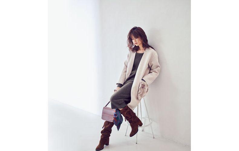 【1】白コート×ロングブーツ×グレーニットワンピース