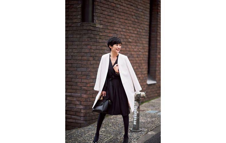 【2】白コート×黒ワンピース
