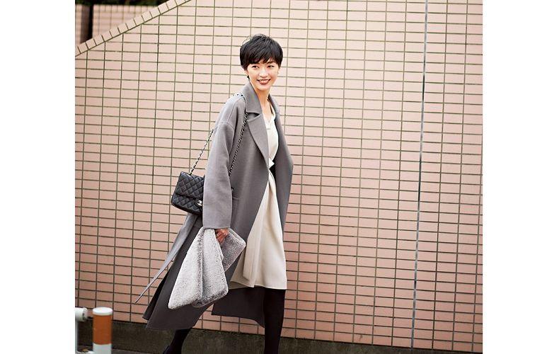 【7】白ワンピース×グレーコート